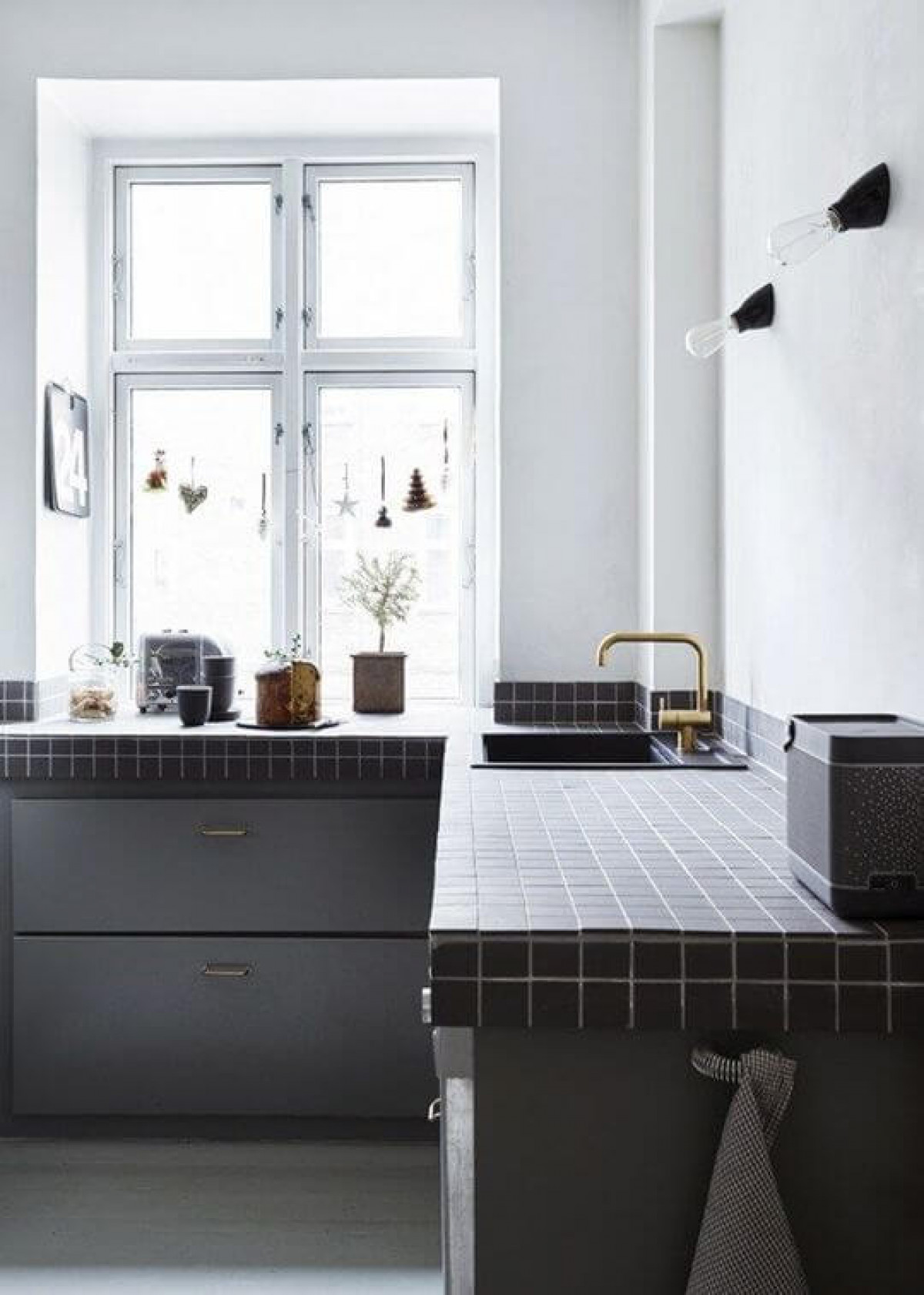 Kitchen Worktop Tiles The Pros Cons Of A Tiled Kitchen Surface British Ceramic Tile